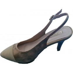 Sandalia de tacón color oro de la casa Lolablue. Ref: 35D182.