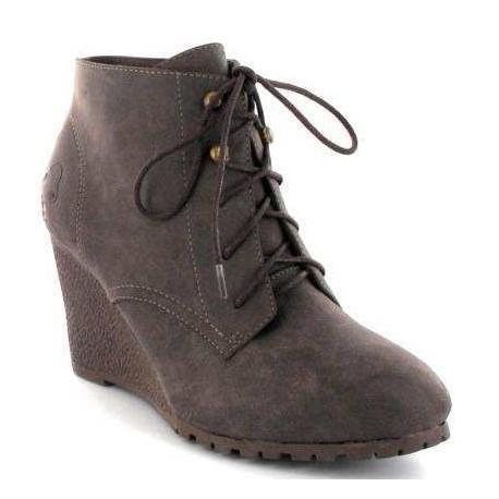 Zapato de cuña y cordón casa Charo Fernández.Ref:301913