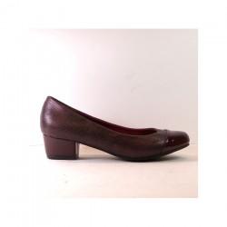 Zapato para mujer de tacón bajo con imitación a piel de cocodrilo