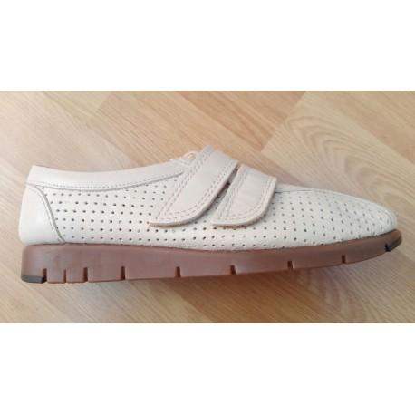 Zapato en piel para señora en beige de la casa Valdegama ref:V11018
