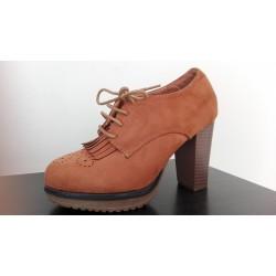 Zapato abotinado de tacón alto con cordón. Ref: A7106