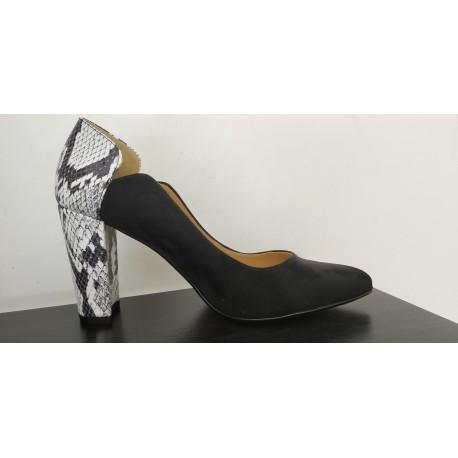 Zapato de salón en ante negro. Ref:A1527